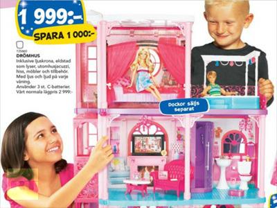 Giocare insieme con la casa delle bambole...